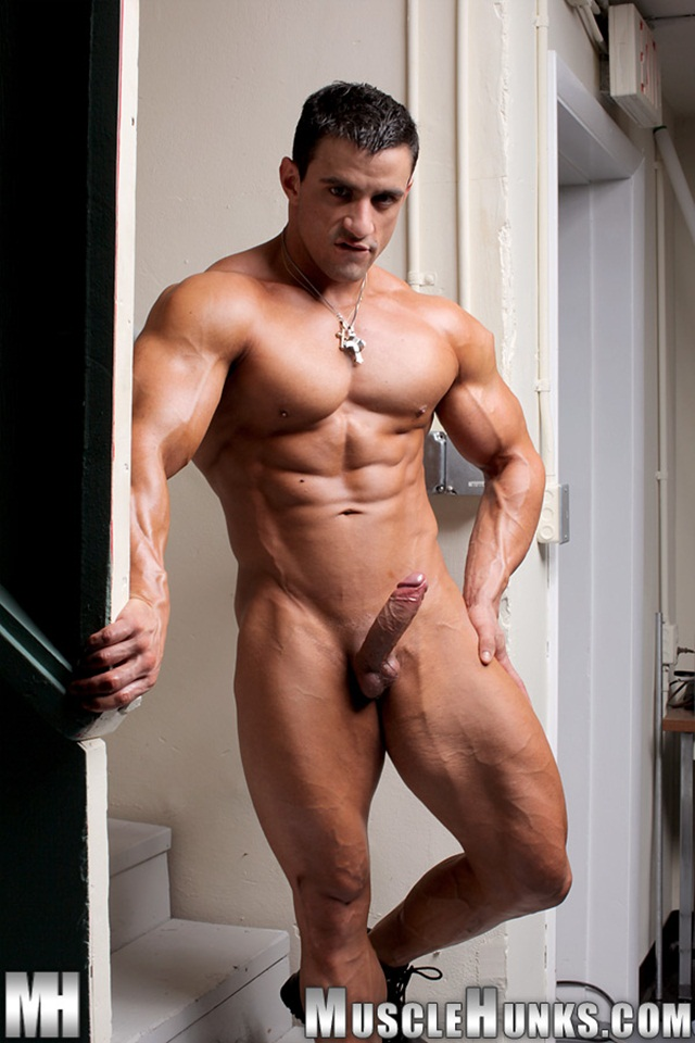 All amazing nude muscle hunk have