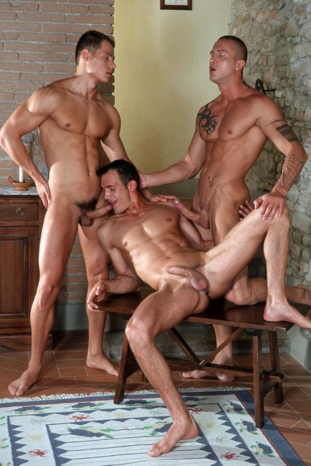 порно видео трех геев