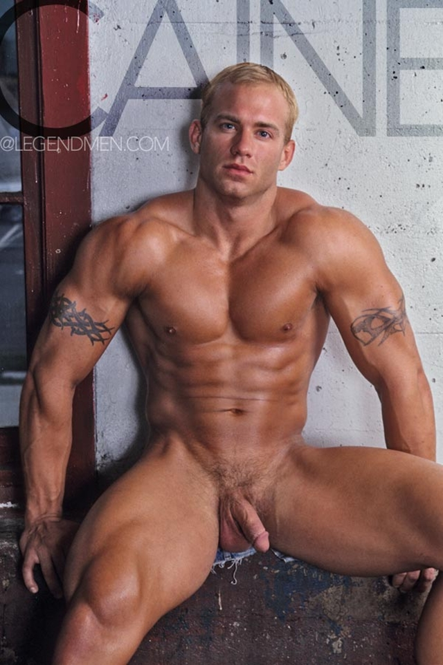 Legend-Men-Real-Muscle-Men-naked-bodybuilder-nude-bodybuilders-big-muscle-Caine-Carson-gay-porn-pics-photo