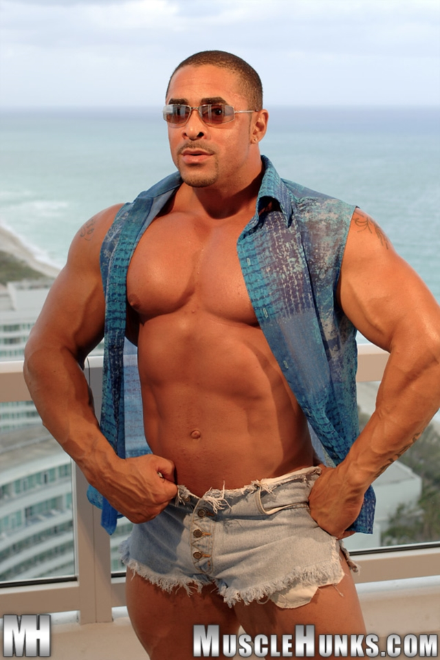 Eddie-Camacho-Muscle-Hunks-nude-gay-bodybuilders-porn-muscle-men-muscled-hunks-big-uncut-cocks-tattooed-ripped-07-gallery-video-photo