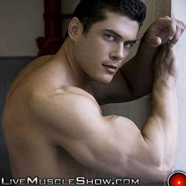 Clark-Kent-Live-Muscle-Show-Gay-Porn-Naked-Bodybuilder-nude-bodybuilders-gay-fuck-muscles-big-muscle-men-gay-sex-002-gallery-video-photo