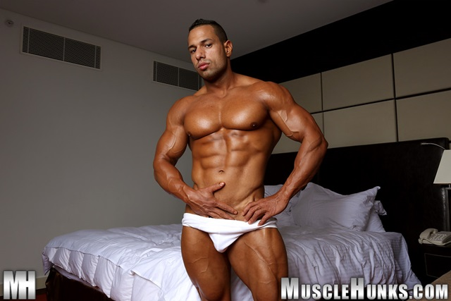 Cosmo-Babu-Muscle-Hunks-nude-gay-bodybuilders-porn-muscle-men-muscled-hunks-big-uncut-cocks-nude-bodybuilder-007-gallery-video-photo