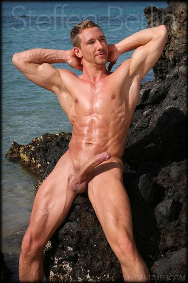 ... Muscle-Men-naked-bodybuilder-nude-bodybuilders-big-muscle-huge-cock