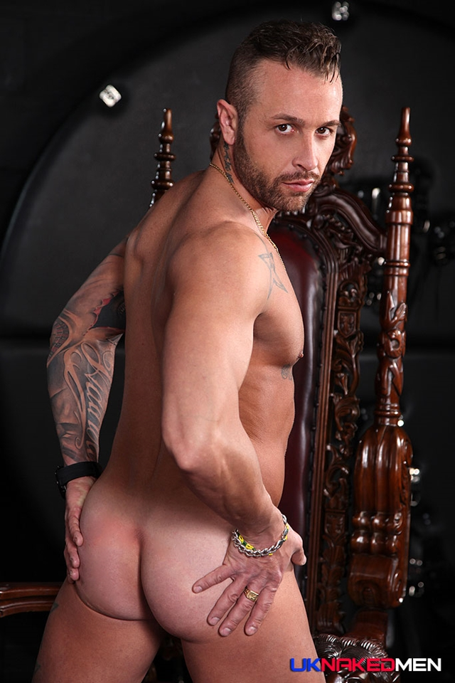 uk naked men  Frank Valencia