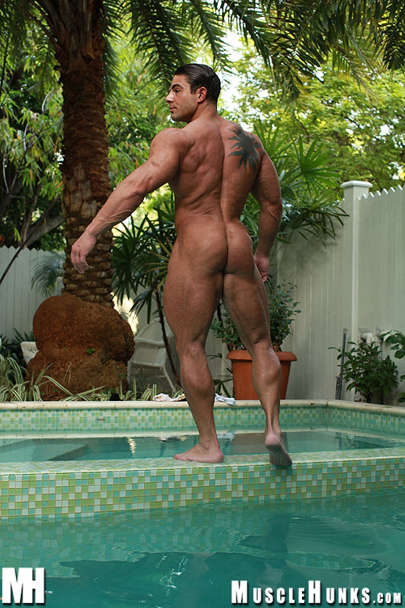 muscle men 2 muscle hunks  Rocco Martin