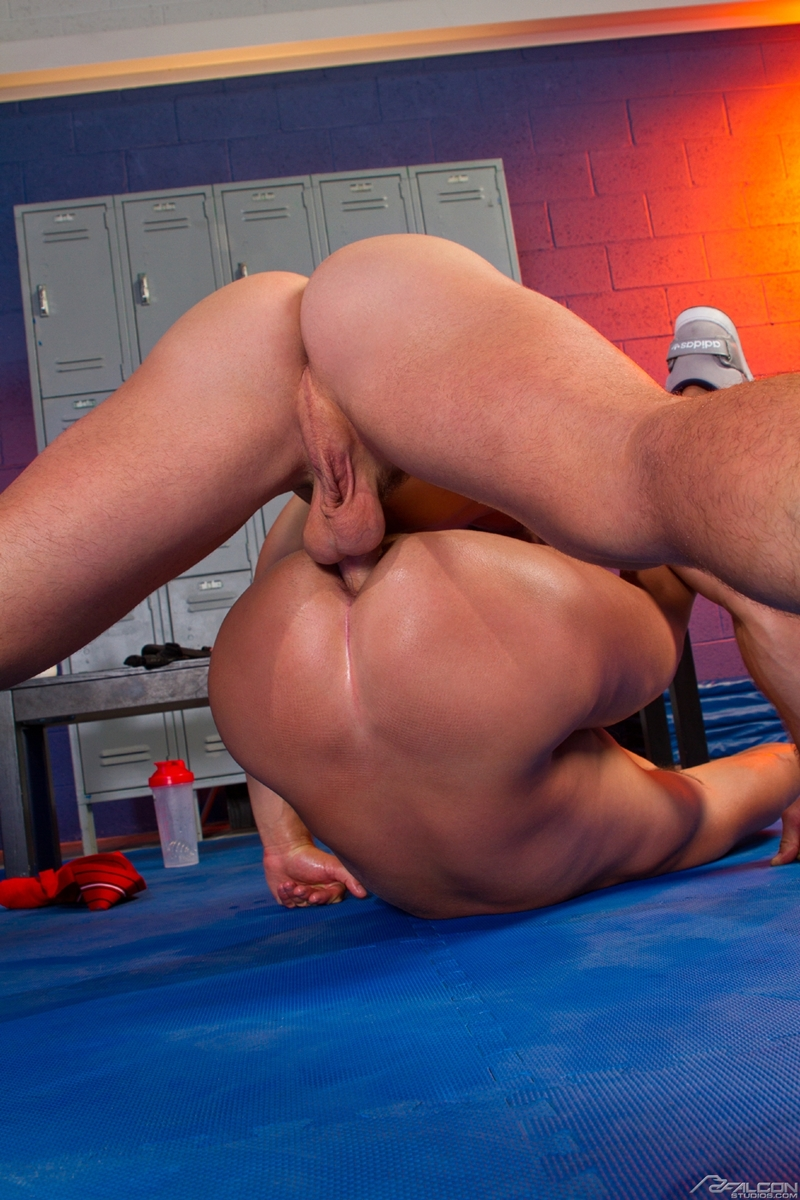 Muscle jocks anal sex with cumshot