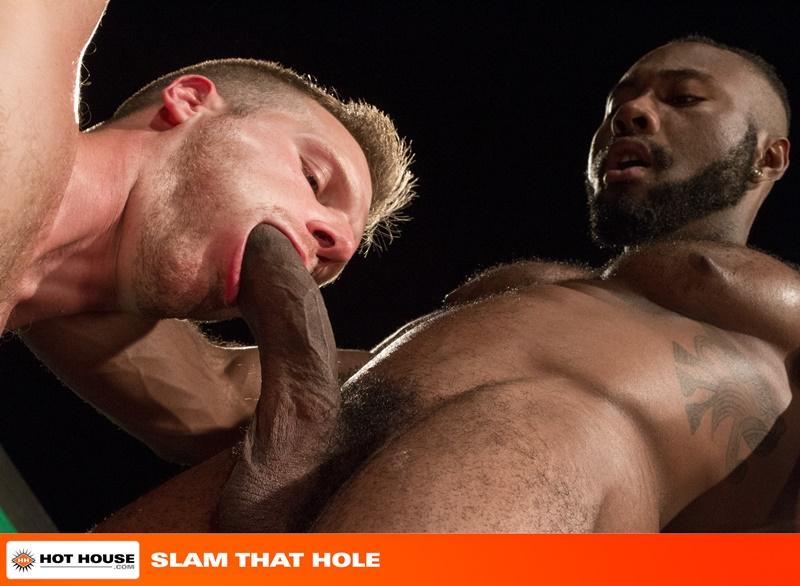 Sexy power bottom Brian Bonds and big-dicked Noah Donavan hardcore ass fucking